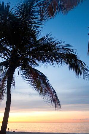 Een prachtige zons ondergang in de Isla Verde sectie van San Juan Puerto Rico. Stockfoto