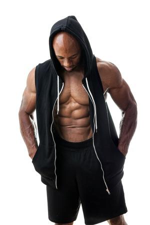 Afgezwakt en geript spiermassa fitness man het dragen van een T-Shirt geïsoleerd op een witte achtergrond.