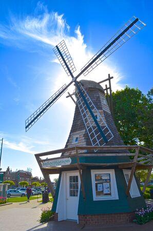 オランダ風車は魅力の歴史的建造物
