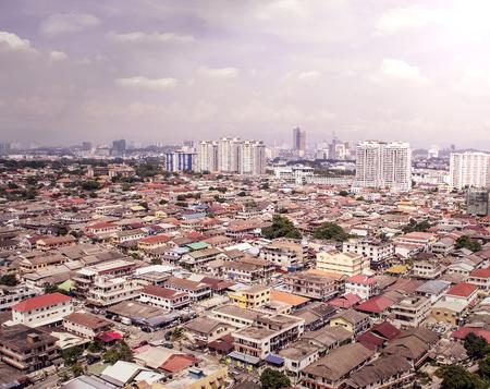 Luchtmening van Petaling Jaya die tot het stadscentrum van Kuala Lumpur leidt