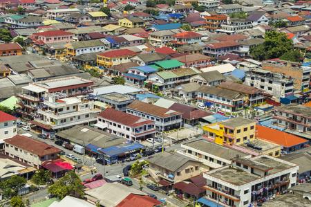 Luchtfoto van een normale dag in de Maleisische buitenwijk (Petaling Jaya) van Kuala Lumpur