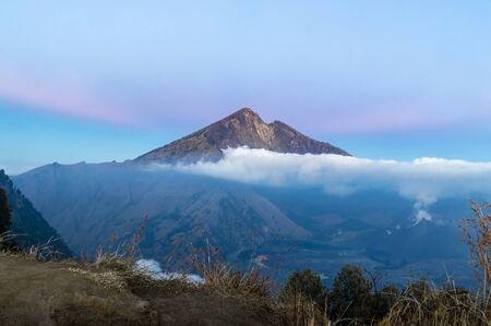 View of Mount Rinjani at sunrise, Lombok, Indonesia Banco de Imagens