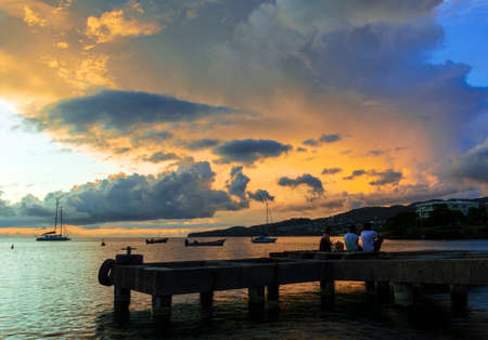 Pontoon over the sea in tropical sunset with tourists Archivio Fotografico