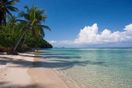 タイのビーチの楽園