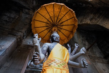 ta: Angkor Wat statue with unbrella