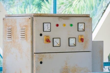 electric meter: medidor de electricidad y control de sistemas eléctricos