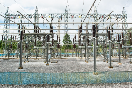 torres de alta tension: Central eléctrica para la toma de energía eléctrica