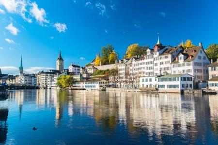 Limmat river and famous Zurich churches Standard-Bild