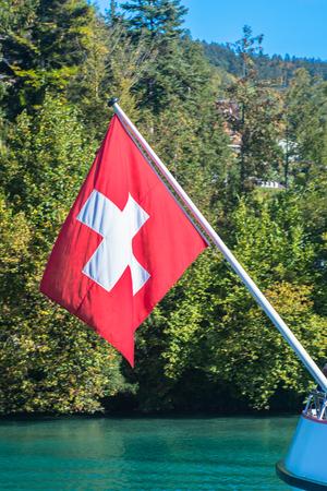 schweiz: Nationalflagge der Schweiz vor blauen Himmel    National Flag of Switzerland