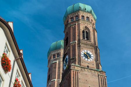 frauenkirche: Frauenkirche, M�nchen Deutsch Editorial