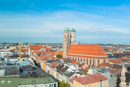 the frauenkirche: Vista a�rea de M�nich Frauenkirche Editorial