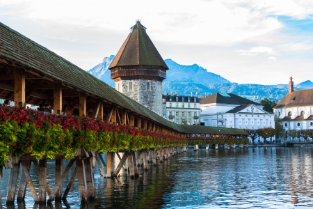 Panoramic view of wooden Chapel bridge and old town of Lucerne, Switzerland Imagens