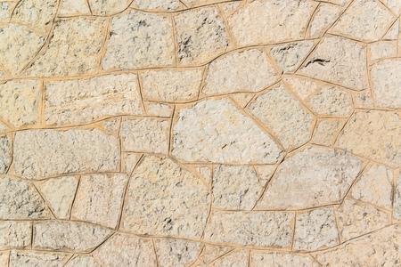 Oude grijze stoep van kasseistrook stenen in een cirkel patroon in een oude middeleeuwse Europese stad Stockfoto