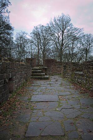 Secret oude myterious klooster ruïne Stockfoto