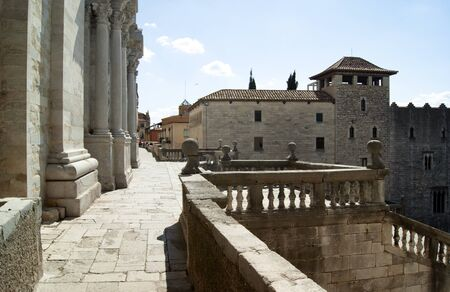 Spain – Girona. The steps leading up to the medieval cathedral.  The terrace just before the entrance. Stok Fotoğraf