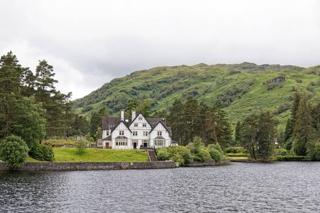 Manor on the Loch Katrine, Loch Lomond & The Trossachs National Park, Scotland, UK 免版税图像