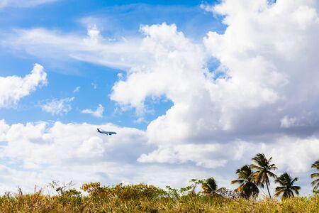 09 APR 2019 - Martinique, FWI - Plane landing at Aime Cesaire Le Lamentin Airport 版權商用圖片