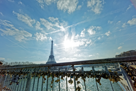 Paris, France - The Debilly footbridge and The EIffel Tower 에디토리얼