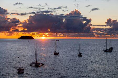 Les Trois-Ilets, Martinique, FWI - Sunset in Anse Mitan and Ilet Ramier Foto de archivo