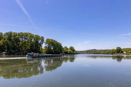 Barge moving on Seine River near La Roche-Guyon, Val d'Oise, France Archivio Fotografico
