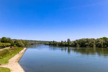 The Seine River bank near La Roche-Guyon, Val d'Oise, France Archivio Fotografico