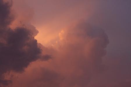 skie: A photo of clouded skies