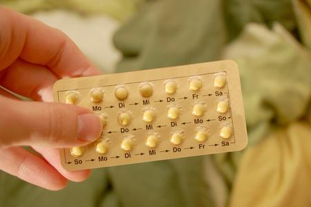 pills in hand: P�ldora anticonceptiva