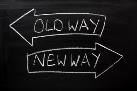vision futuro: Camino Viejo, nueva forma escrita en una pizarra con flechas que apuntan en la direcci�n correcta