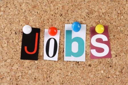 recursos humanos: Los trabajos de word en letras recortadas de revistas puestas a un tabl�n de corcho
