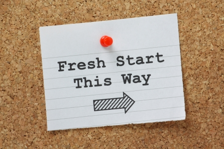 frisse start: De zinsnede Fresh Start This Way met een pijl in de juiste richting