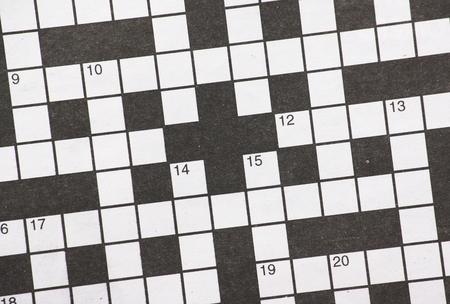 Blanco krant kruiswoordraadsel met genummerde zwart-witte vierkanten
