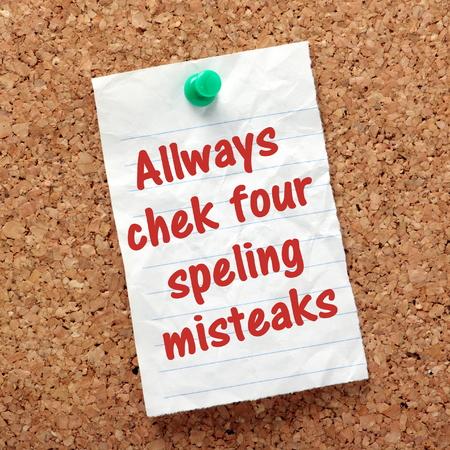 文コルク板に固定されるアラームにスペルの間違いを常にチェックの過ちと精度の概念をスペル チェック
