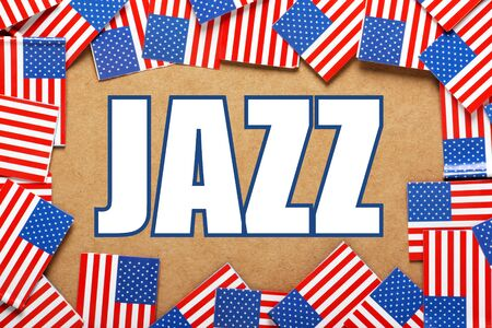 identidad cultural: Banderas miniatura de los Estados Unidos de América forman una frontera en tarjeta marrón alrededor de la palabra JAZZ Foto de archivo