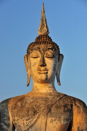 angkor wat: Buddha Statue in Wat Mahathat Temple in Sukhothai Historical park at sunrise, Thailand
