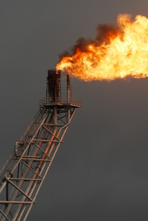 Flare boom nozzle and fire on offshore oil rig