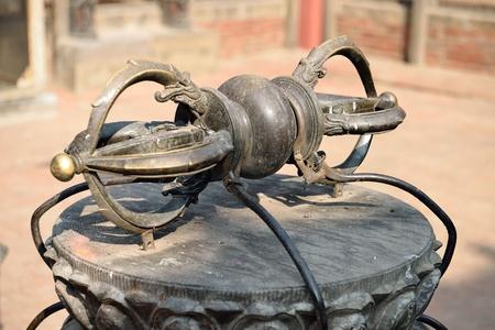 firmeza: Vajra - dorje - artefacto budista. El vajra se cree que representa la firmeza de esp�ritu y el poder espiritual.