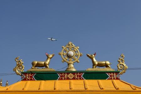 nirvana: Golden brahma symbol on reef top of buddhis temple around Boudha Nath  Bodhnath  stupa in kathmandu, Nepal