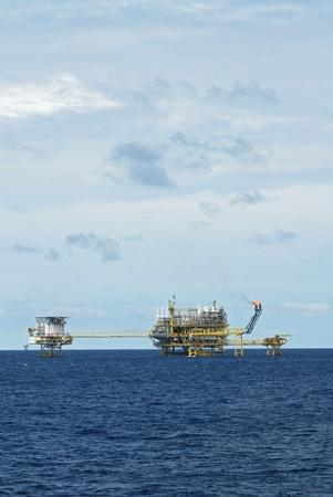 drilling platform: Oil and gas drilling platform