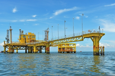 Oil transfer platforms