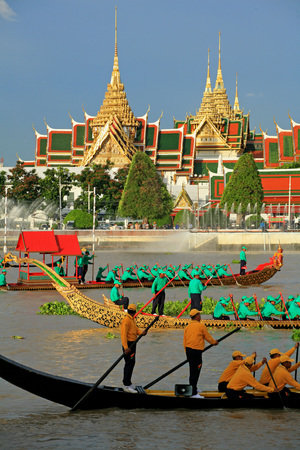 BANGKOK, THAILAND-MAY. 30 :The rehearsals Royal barge procession on the Chao Phraya river for a traditional royal 'Kratin' ceremony marking the end of buddhist lent on May 30, 2006 in Bangkok
