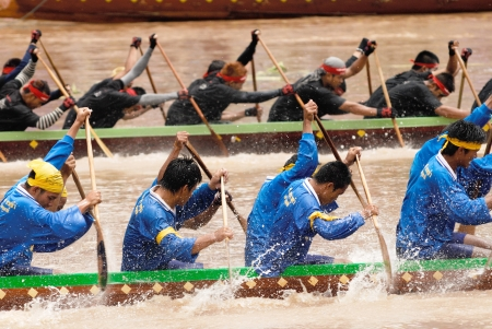 watersport: AYUTTAYA, THAILAND - AUG 21 : Unidentified crew in traditional Thai long boats competiton on August 21, 2008,Ayuttaya, Thailand.  Editorial