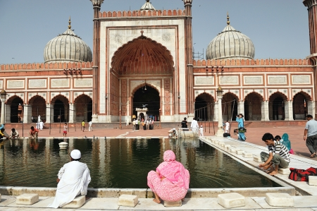 jama mashid: DELHI - AUG 08: unidentified women cleans themself in the courtyard of Jama Masjid Mosque on August 8, 2009 in Delhi, India.