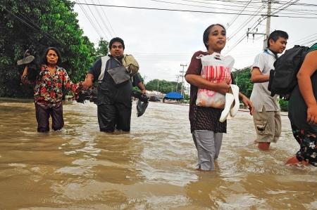 NAKORNRACHARSIMA, Tailandia - 18 de octubre: Las fuertes inundaciones de la lluvia del monzón en el hospital Maharaja en October18 de 2010 en Nakornrachasima, Tailandia.