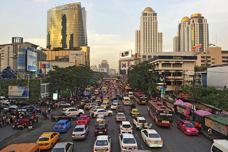Central World, BANGKOK - JANUARY 25 : The traffic jam on twiligh on January 25, 2012 in Bangkok, Thailand.