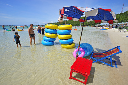 wean: PATTAYA, THAILAND - JULY 11, 2011:  tourists playing at Taa Wean Beach, in Ko Lan ( Larn Island ) on July 11, 2011 in Pattaya , Thailand.  Editorial