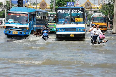 samutprakarn: SAMUTPRAKARN, THAILAND - NOVEMBER 08: Heavy flooding from monsoon rain and tide from sea in Samutprakarn near Bangkok on November 8, 2009 in Samutprakarn, Thailand.