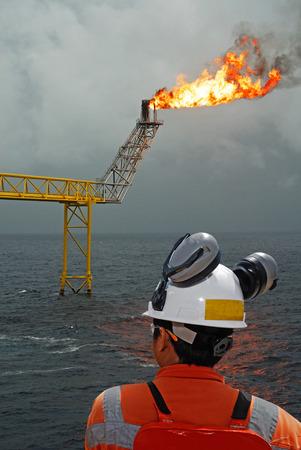 oil worker: trabajador petrolero y plataforma petrolera