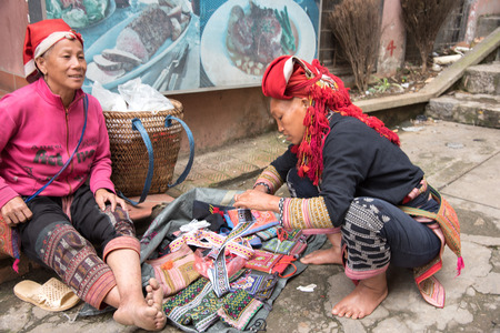 cai: Lao cai, Vietnam - June 14, 2015: Unidentified ethnic minority women are selling souvenir on 14 June 2015. Lao cai, Vietnam