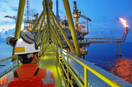 torres petroleras: trabajador y aparejo