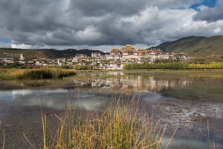 tibetian: Songzanlin - Tibetan Monastery in Shangrila, Yunnan, China